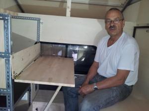 Ausklappbarer Holztisch