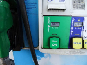 Aendu freut sich, der Diesel ist billig: 1.10 Dollar.