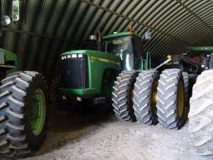 Und auch die Traktoren sind etwas grösser als bei uns.