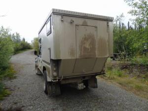 Die Strasse nach Chicken war sehr schlecht, und es regnete. Der Land Rover war nicht mehr ganz sauber.