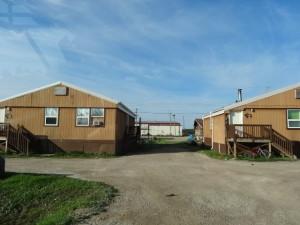 Fort Providence ist eine Ureinwohnersiedlung. In diesen Siedlungen gibt es meistens eine Tankstelle, einen Laden und eine schule