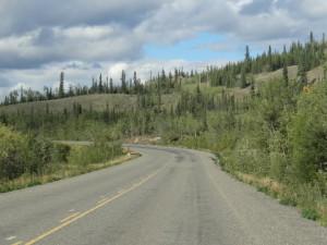 Auf dem Klondikehighway fuhren wir Richtung Dawson. Disen Weg haben die Goldsucher auf dem Fluss zurueckgelegt.