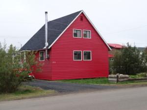 Die Häuser stehen wegen des Permafrostes auf Stelzen.