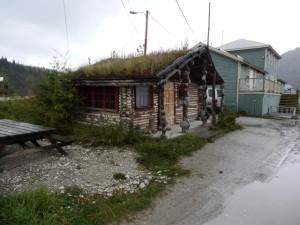 Nebst einfachen Häusern gab es.......