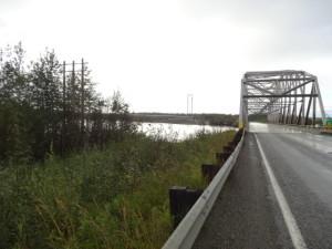 Brücke über den Tanana River mit derTrans Alaska Pipeline