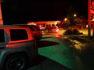 In Whitehorse war es kalt und regnete. Also übernachteten wir in einem Motel. Morgens um 3 Uhr ging der Feueralarm und alle mussten das Motel verlassen. Zum Glück war es ein Fehlalarm. Jemand hatte den Alarmknopf gedrückt!!