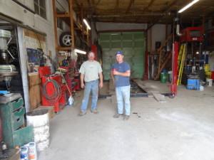 In einer Garage in Montana liessen wir die Felgen auswuchten. Es war viel billiger als in Kanada und wir hatten dazu noch einen gemütlichen Schwatz mit den beiden Mechanikern.