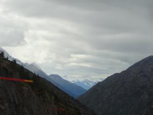 Und eine weitere Bergkette.