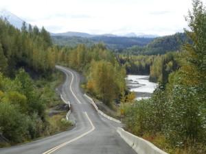 Der Cassiarhighway ist sehr kurvenreich und führt durch eine einsame, kaum bewohnte Gegend.