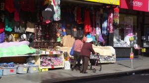 Zwei auf Einkaufstour in China Town