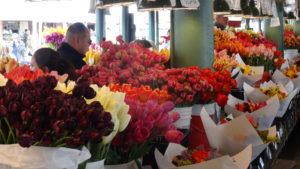 Hier kann man alles kaufen:Wunderschöne Frühlingsblumensträusse....