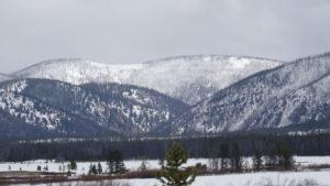 Die Berge waren frisch verschneit.