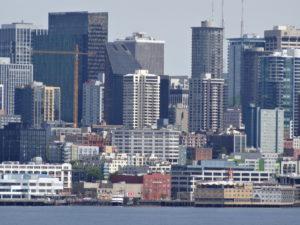 Seattle ist eine lebhafte Stadt, berühmt durch Jimi Hendrix, Curt Cobain (Nirwana),UPS, Microsoft und Amazon.