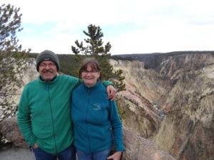 Die Fahrt durch den Yellowstone Park war sehr eindrücklich. Es war zwar kalt, und es schneite leicht und noch nicht alle Strassen waren geöffnet. Dafür hatte es weni Leute!