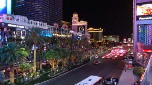 Abends gibt es auf dem Strip(berühmte Strasse) fast kein Durchkimmen mehr. Alles ist unterwegs: Autos....