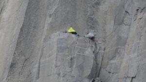 Wer den Aufstieg in einem Tag nicht schafft, muss in der Wand biwakieren.