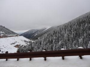 Und in den Big Horn Mountains kommen wir wieder in den Schnee.