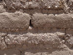 Aus luftgetrockneten Ziegeln wurden Kirchen und Häuser gebaut.