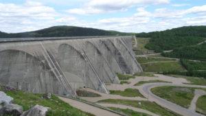 Staumauer des Wasserkraftwerks Manic cinq