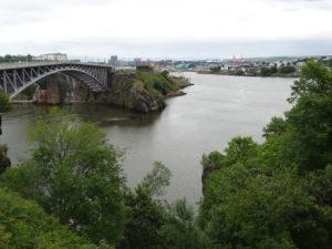 Das Wasser im Fluss bei Saint John fliesst bei starker Flut sogar rückwärts.